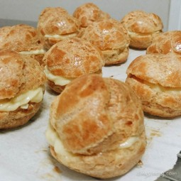 Durian Cream Puffs